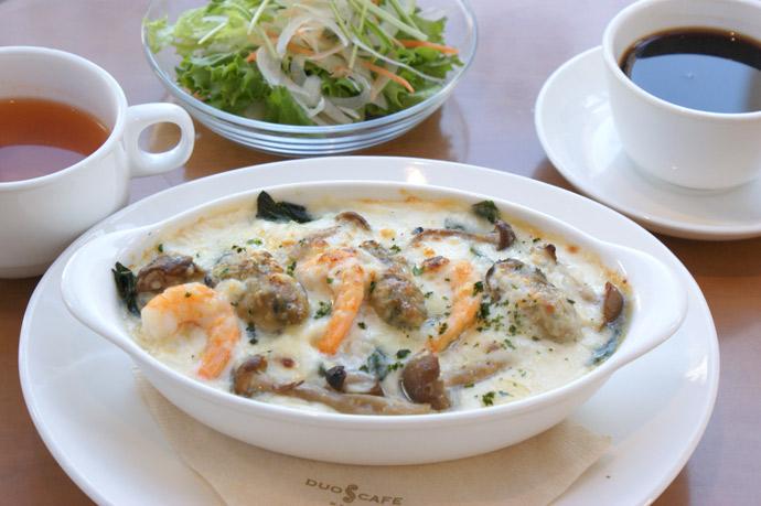本牧のカフェ Duocafe 人気のランチメニュー 牡蠣と小海老ときのこのクリームドリア