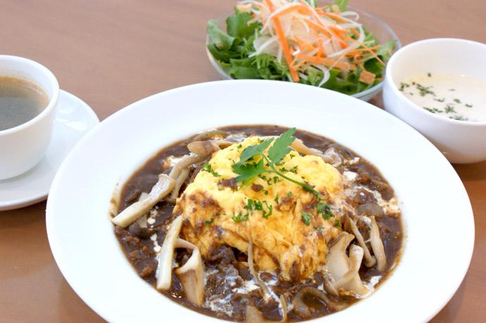 横浜 本牧のカフェ duocafe オムハヤシライス