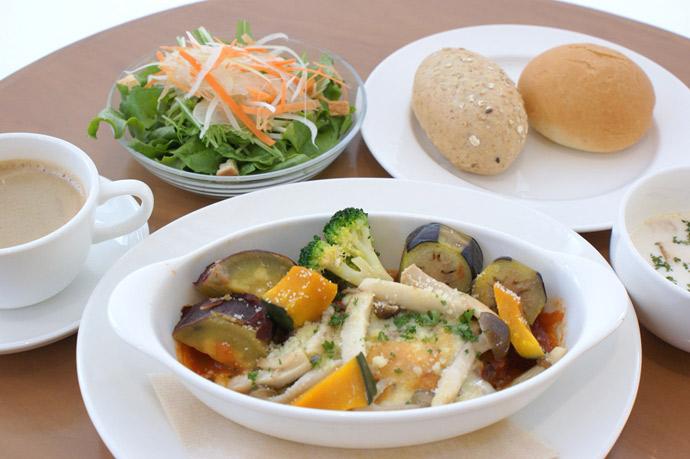 横浜 カフェ ランチ 人気 duoacafe イタリアンハンバーグチーズとたっぷり温野菜