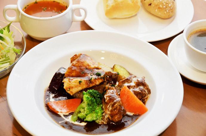 横浜 カフェ ランチ 人気 duoacafe 洋風ふろふき大根チキンの赤ワイン煮込み