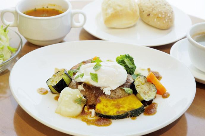 横浜 本牧のカフェ スペシャルランチ 和風おろしハンバーグ