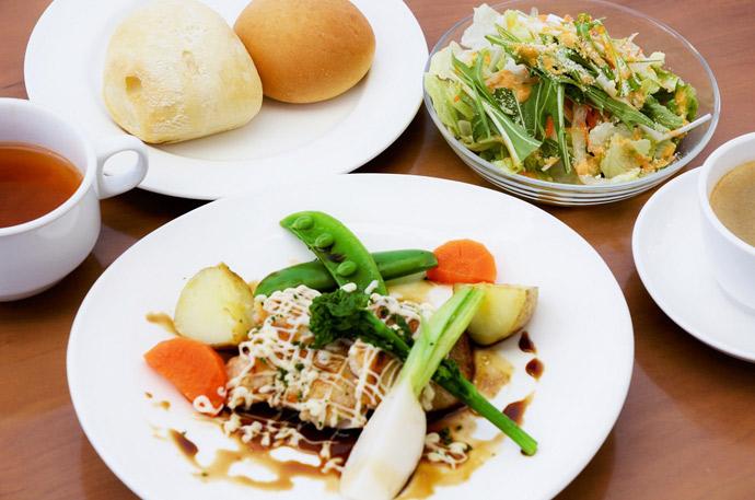 横浜 本牧のカフェ duocafe ランチ 照り焼きチキンマヨネーズ
