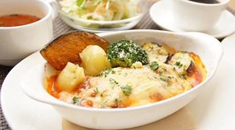 横浜本牧のカフェ duocafe スペシャルランチ「チーズたっぷりイタリアンハンバーグ」