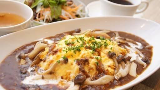 横浜本牧のカフェ duocafe スペシャルランチ「牛肉とキノコのオムハヤシ」