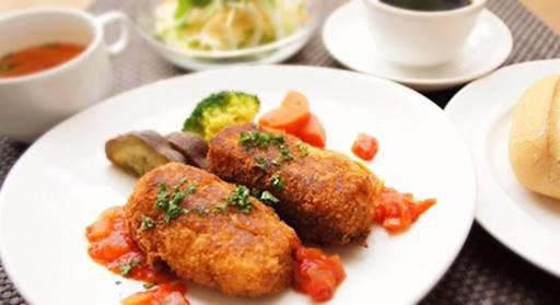 横浜本牧のカフェ duocafe スペシャルランチ「クリーミーシーフードコロッケ」