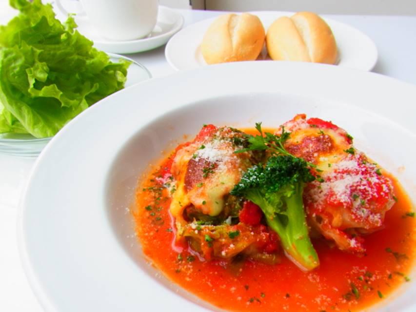 横浜 人気カフェ duocafe 今週のスペシャルランチ 春キャベツのシューファルシートマトソース