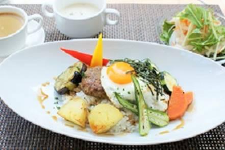 横浜本牧のカフェ Duocafe 人気ランチ 和風ロコモコ丼